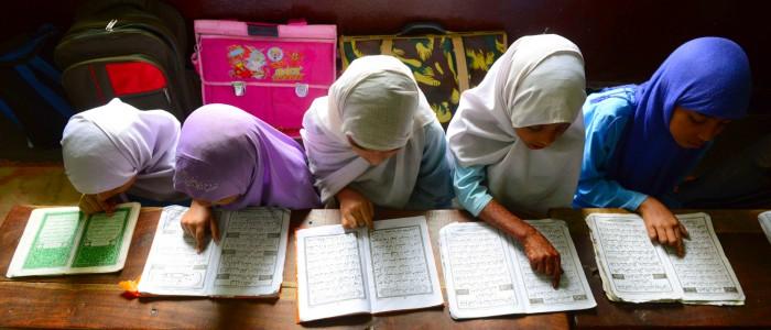 TOPSHOTSIndian Muslim girls recite the